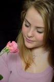 Ragazza con una rosa Fotografie Stock Libere da Diritti