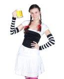 Ragazza con una tazza di birra fotografie stock