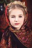 Ragazza con una treccia a colori foulard fotografie stock