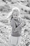 Ragazza con vento in suoi capelli Fotografie Stock