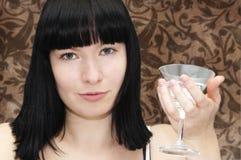 Ragazza con vetro del cocktail del martini Fotografia Stock Libera da Diritti