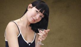 Ragazza con vetro del cocktail del martini Immagine Stock