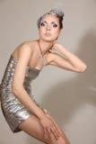 Ragazza cosmica di modo in vestito e capelli da espressione Fotografia Stock