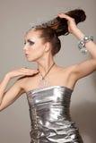 Ragazza cosmica di modo in vestito e capelli da espressione Immagini Stock