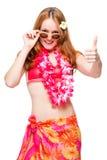 Ragazza dai capelli rossi con gli occhiali da sole pronti per la stagione della spiaggia Immagine Stock Libera da Diritti