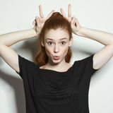 Ragazza dai capelli rossi dei ritratti emozionali di bellezza Fotografie Stock