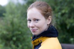 Ragazza dai capelli rossi sorridente Fotografia Stock