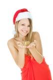 Ragazza del Babbo Natale con il contenitore di regalo in mani Fotografia Stock