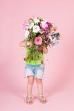 Ragazza del bambino con i fiori Fotografia Stock