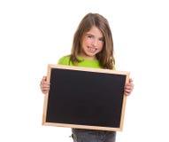 Ragazza del bambino con la lavagna bianca del nero dello spazio della copia del blocco per grafici Fotografia Stock