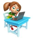Ragazza del bambino con la sedia ed il computer portatile della Tabella Fotografia Stock