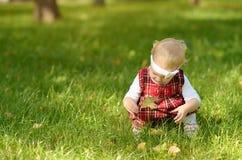 Ragazza del bambino sul campo Fotografia Stock Libera da Diritti