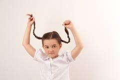 Ragazza del banco con stile di capelli divertente 3 fotografia stock libera da diritti