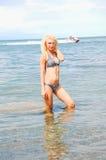 Ragazza del bikini in acqua. fotografie stock libere da diritti