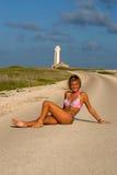 Ragazza del bikini sulla strada Fotografia Stock