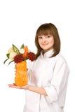 Ragazza del cuoco con il vaso ed i fiori dalle verdure Fotografia Stock