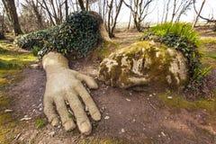Ragazza del fango ai giardini persi di Heligan Immagine Stock