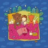 Ragazza del fumetto che dorme a letto Bambino e giocattoli animali del racconto dei bambini s della foresta Tempo di dormire Buon fotografie stock