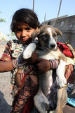 Ragazza del mendicante con l'animale domestico Immagine Stock