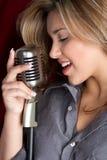 Ragazza del microfono Fotografia Stock
