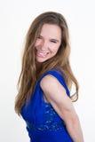 Ragazza del modello di alta moda che porta vestito blu isolato Immagini Stock