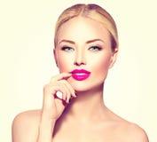 Ragazza del modello di moda con capelli biondi Fotografia Stock
