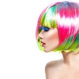 Ragazza del modello di moda con capelli tinti variopinti immagini stock