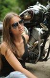 ragazza del motociclista Fotografie Stock Libere da Diritti