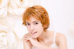 Ragazza del ritratto nei colori luminosi fotografia stock