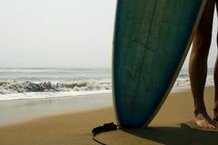 Ragazza del surfista Fotografia Stock