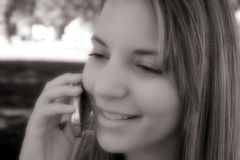 Ragazza del telefono fotografia stock libera da diritti