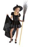 Ragazza dell'adolescente nella strega di Halloween con la scopa Fotografia Stock Libera da Diritti