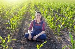 Ragazza dell'agricoltore nel campo di grano Immagine Stock Libera da Diritti