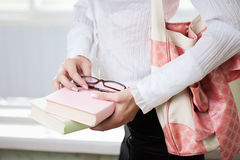 Ragazza dell'allievo con i libri Immagine Stock
