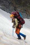 Ragazza dell'alpinista in montagne Fotografia Stock Libera da Diritti