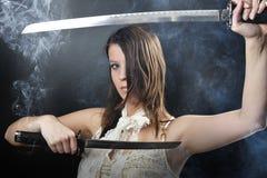Ragazza dell'assassino di katana di bellezza Immagine Stock