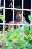 Ragazza dell'esercito con il fucile fotografia stock libera da diritti