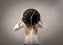 Ragazza dell'orologio fotografia stock