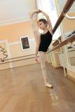 Ragazza della ballerina di addestramento Fotografia Stock