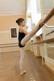 Ragazza della ballerina di addestramento Immagine Stock Libera da Diritti