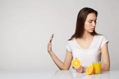 Ragazza della donna con le arance di frutti Immagine Stock Libera da Diritti