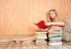 Ragazza della lettura Fotografia Stock