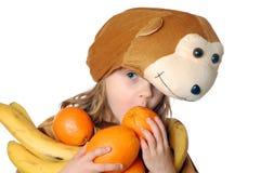 Ragazza della scimmia con frutta Immagine Stock Libera da Diritti
