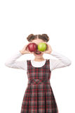 Ragazza della scuola che posa con la mela Immagine Stock