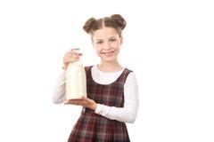 Ragazza della scuola con la bottiglia per il latte Fotografia Stock Libera da Diritti