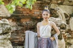 Ragazza della Tailandia in vestito tradizionale fotografie stock libere da diritti