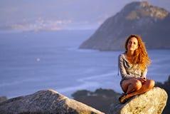 Ragazza della testarossa sulla vacanza in Spagna fotografie stock