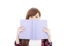 Ragazza dello studente che tiene il libro Fotografia Stock