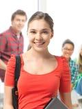 Ragazza dello studente con la borsa di scuola e del computer portatile Immagini Stock