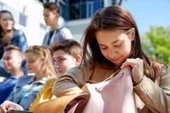 Ragazza dello studente della High School con lo zaino all'aperto Fotografia Stock Libera da Diritti